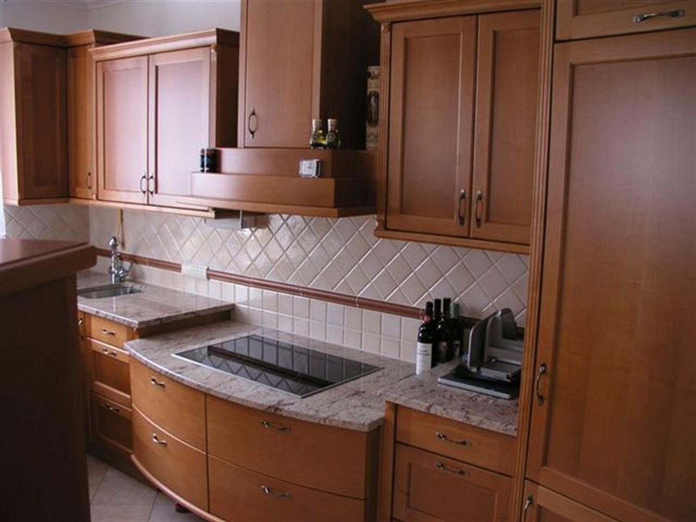 wohnzimmer grau rot. Black Bedroom Furniture Sets. Home Design Ideas